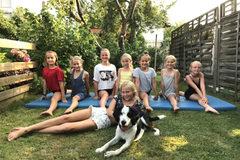 Hinten Tamina, Paula, Franziska (Tiroler Turnerin), Samaire, Tamara, Amy & Lea